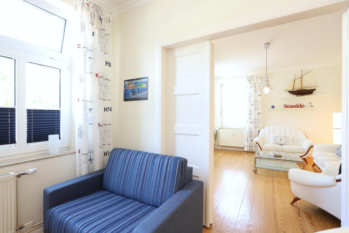 Aufbettung sowie Blick aufs Wohnzimmer